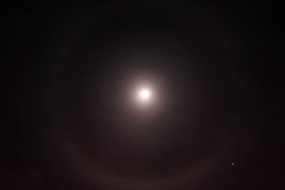 Weird Moon Phenomenon – A Moon Ring