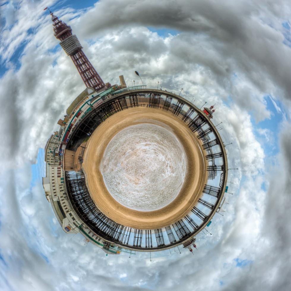 33/52 Blackpool North Pier Mini Planet