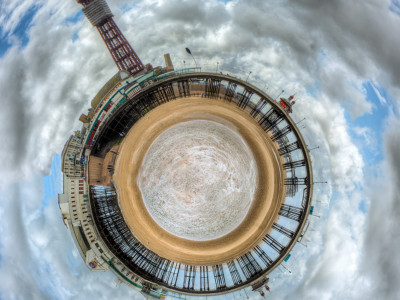 33/52 Blackpool North Pier Mini Planet